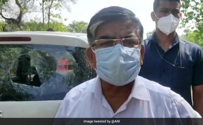 बंगाल : बीजेपी सांसद सुभाष सरकार की कार में की गई तोड़फोड़, सांसद ने कहा-यह सियासी आतंक