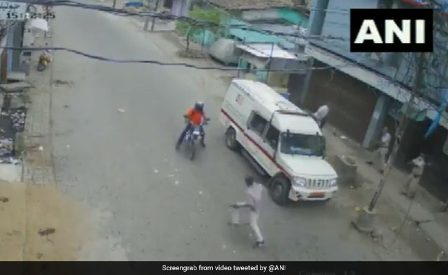 Watch: Robbers Try To Loot Cash Van In Bihar. Alert Guards Stopped Them