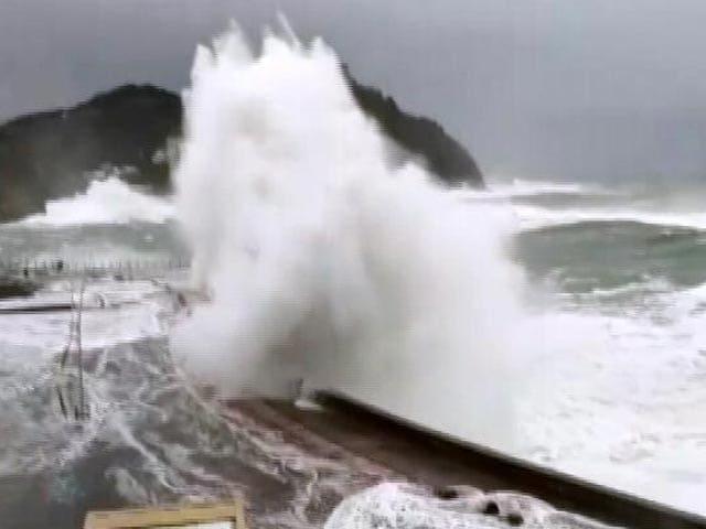 Video : Cyclone Tauktae Expected To Hit Gujarat Today, Mumbai Airport To Shut