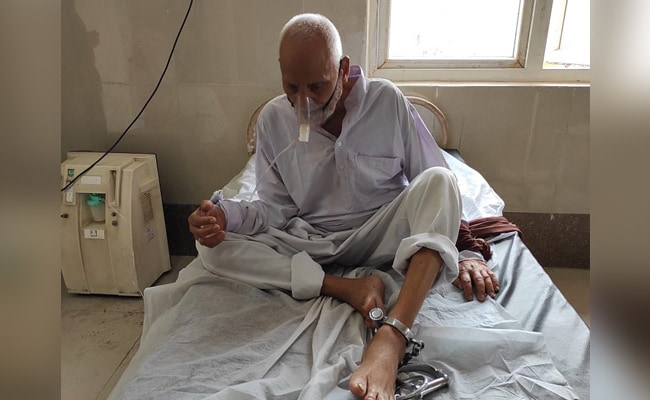 Elderly Inmate Chained Up During Treatment In UP, Jail Warden Suspended