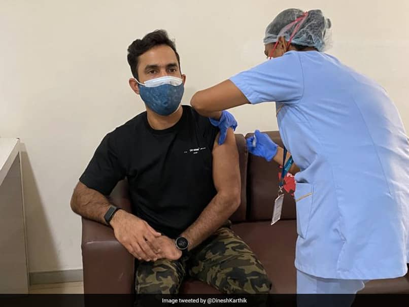 Dinesh Karthik reacts after Chris Lynn pokes fun at him over Covid vaccination post