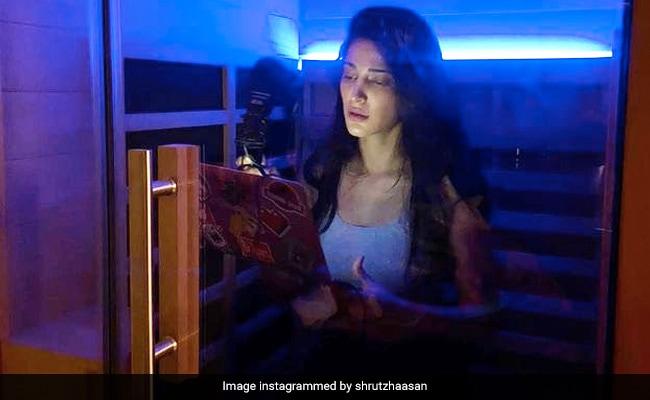 'Such Strange Times': Shruti Haasan Turns Her Sauna At Home Into Dubbing Studio