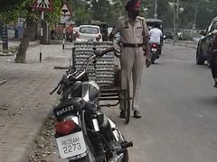 In Video, Punjab Cop Steals Eggs From Cart On Busy Road, Suspended