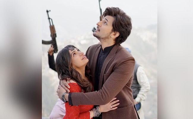 Is Qadar: Tulsi Kumar And Darshan Raval's Song Is A Smash Hit With Over 100 Million Views