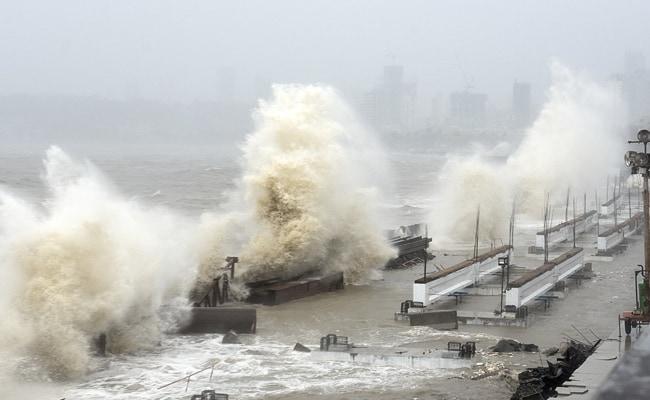 चक्रवाती तूफान ताउते का कहर : महाराष्ट्र के कोंकण क्षेत्र में 6 की मौत, मुंबई में भारी बारिश