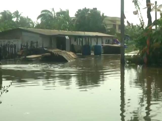 Video : Cyclone Yaas Batters Bengal's Purbi Medinipur, Villages Submerged