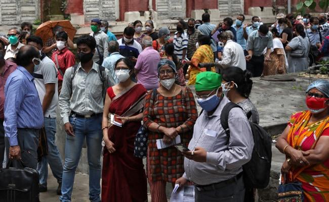 Corona Vaccination: Ujjain Mp Anil Firojiya Left Public Left Standing To Get Their Staff Vaccinated – वैक्सीन के लिए जनता खा रही धक्के, भाजपा सांसद को मिल रही VIP व्यवस्था, घर में लग रहा टीका