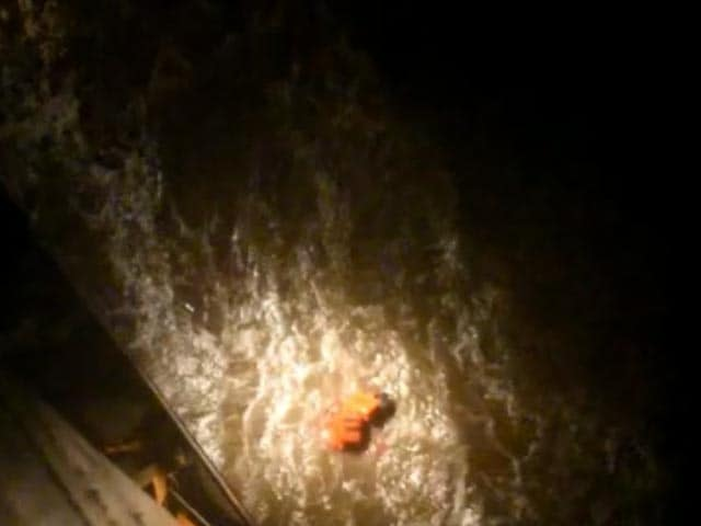 Video : Navy's Searchlights Find Survivors Of Sunken Barge In The Dark
