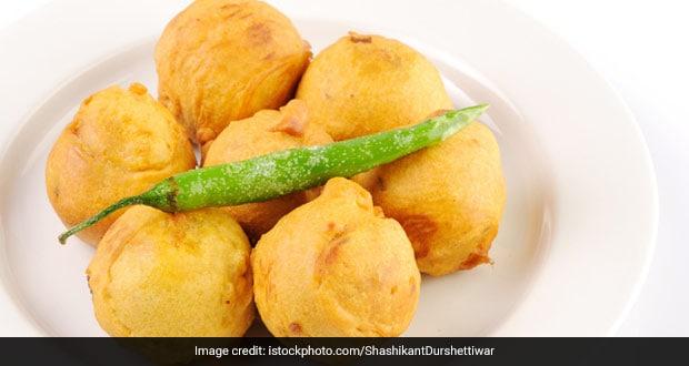Egg Potato Pakoda Recipe