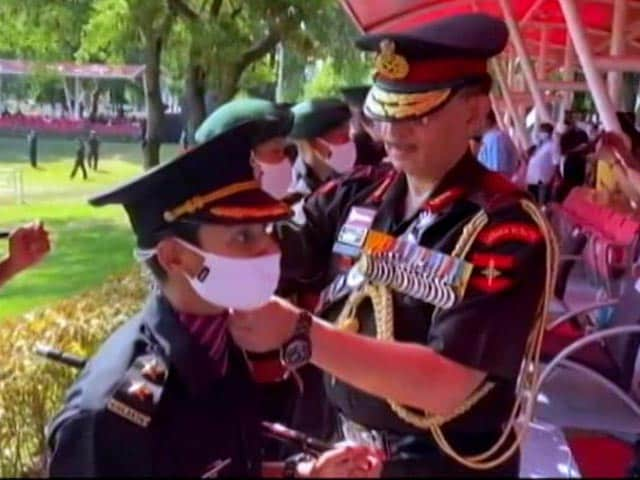Video : Seeped In Her Husband's Colours: Pulwama Hero's Wife Earns Army Uniform