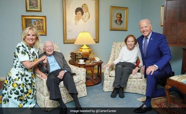 """Are The Bidens Giants?"": This Joe Biden-Jimmy Carter Pic Has People Baffled"