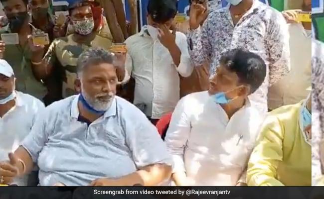 बिहार: BJP सांसद बोले- ड्राइवर नहीं होने के कारण खड़ी हैं एंबुलेंस, तो ड्राइवरों की टीम लेकर पहुंचे पप्पू यादव