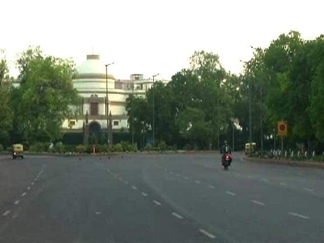 Video : Delhi Starts 'Unlocking', Construction And Factory-Linked Curbs Eased