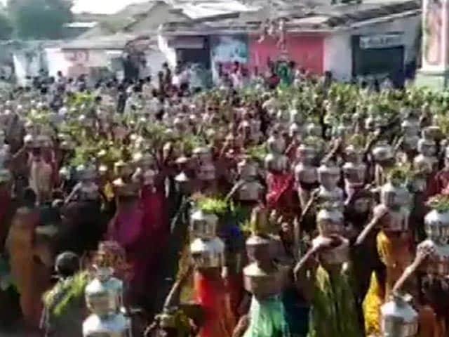 Video : Video: Devotees Defy Curbs To Gather At Gujarat Temple Amid Covid Surge