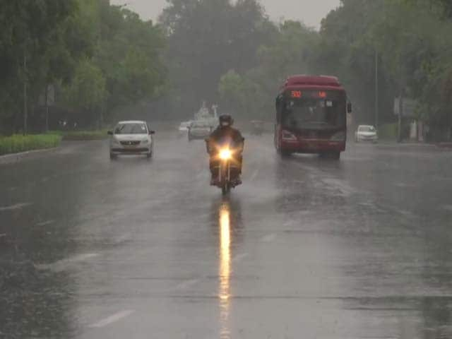 Video : Monsoon Arrives In Delhi After Long Delay, Heavy Rain In Many Areas