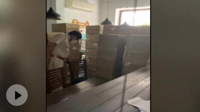 Video   Over 100 Oxygen Concentrators Seized From Delhi's Popular Khan Market