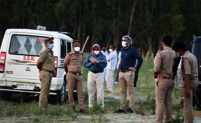 गंगा में लाशें मिलने का दौर नहीं थमा, पुलिस प्रशासन और कोरोना पीड़ितों के बीच आंख मिचौली का खेल