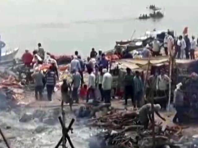 Video : Temporary Cremation Ghats In Varanasi Amid Rise In Covid Deaths