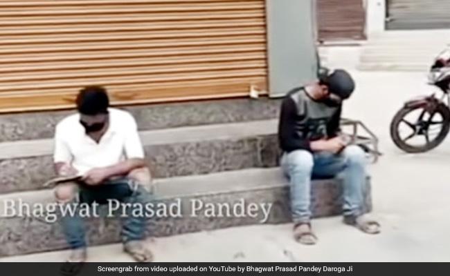 लॉकडाउन में बाहर घूम रहे थे दो लड़के, दरोगा जी ने दी अनोखी सजा, बोले- 'अभी तो पार्टी शुरू हुई है' – देखें Video