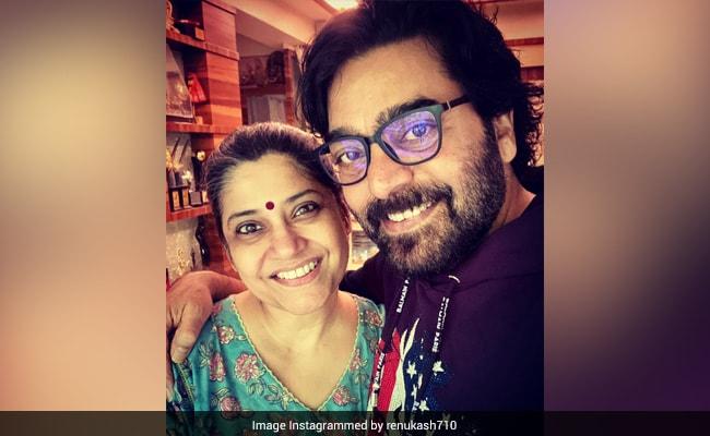 What Renuka Shahane Wrote In Wedding Anniversary Post For Her Husband Ashutosh Rana