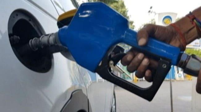 पेट्रोल, डीज़ल की कीमतें फिर बढ़ीं, मुंबई में पेट्रोल Rs. 100 प्रति लीटर के पार
