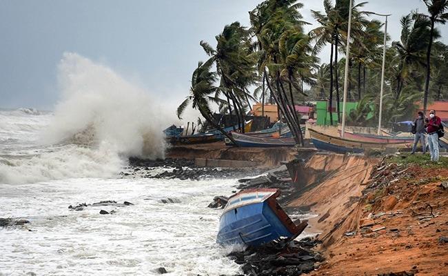 Cyclone Tauktae:विकराल बन चुका तूफान ताउते कुछ ही घंटों में पहुंचेगा गुजरात, कर्नाटक में 6 मरे