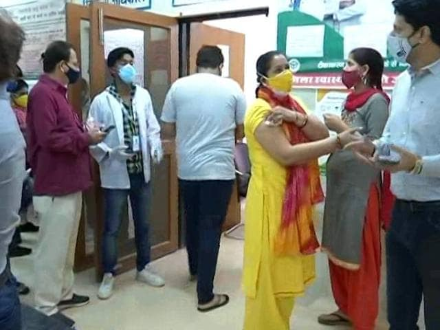 Video : City Dwellers Turn To Greater Noida Villages For Covid Vaccination