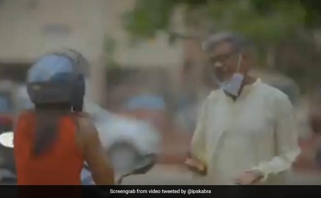 old-man-and-girl -conversation- over-coronavirus- internet loves it see viral video – बिना मास्क लगाए रास्ते में जा रहे थे चाचा, फिर सामने से जा रही लड़की ने जो किया, वो देख आपको भी मिलेगी सीख