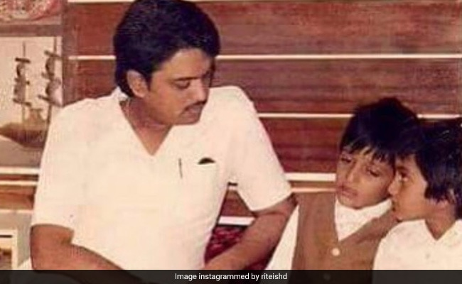 On Dad Vilasrao Deshmukh's Birth Anniversary, Riteish Writes, 'Missing You Is A Heartache That Never Goes Away'