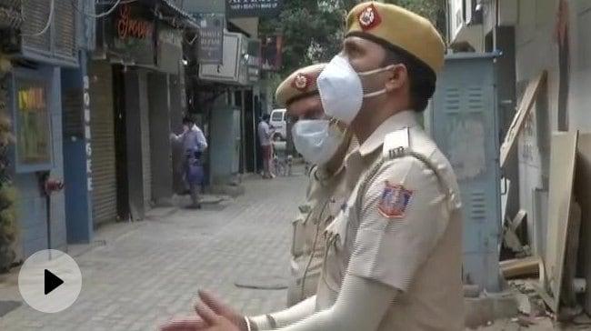 96 Oxygen Concentrators Seized From Delhis Popular Khan Chacha Restaurant – कालाबाजारी: दिल्ली के मशहूर खान चाचा रेस्टोरेंट से 96 ऑक्सीजन कंसंट्रेटर बरामद वीडियो – हिन्दी न्यूज़ वीडियो एनडीटीवी ख़बर