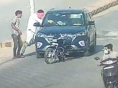CCTV में कैद हुई वारदात, डॉक्टर दंपति की कार रोक कर सरेआम हत्या