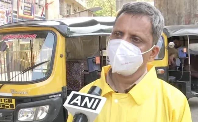 Mumbai School Teacher Drives Auto-Rickshaw To Ferry Covid Patients For Free – मुंबई स्कूल के ये टीचर बने ऑटो रिक्शा ड्राइवर, कोरोना मरीजों को दे रहे हैं मुफ्त सेवा