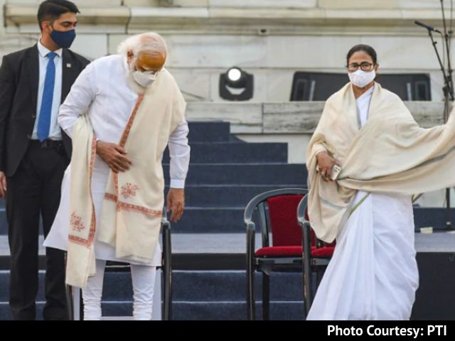 Video : PM, Mamata Banerjee Meet Over Cyclone Aftermath, She Skips Review Meeting