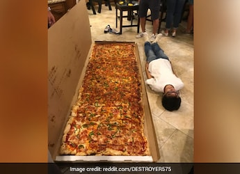 The Picture Of 'Biggest Pizza' Elicits Hilarious Responses On Reddit