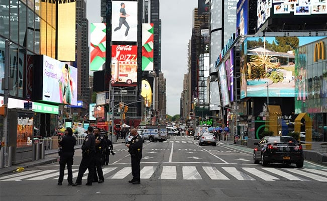 Three people injured in Times Square shooting