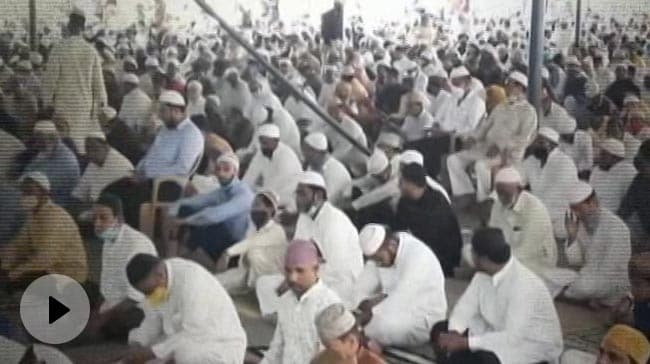 Video   Hundreds Gather For Friday Prayers Amid Covid In Hyderabad