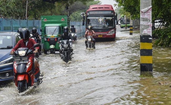 Delhi-NCR के कई इलाकों में भारी बारिश से राहत, राजधानी में मानसून का लंबा इंतजार हुआ खत्म