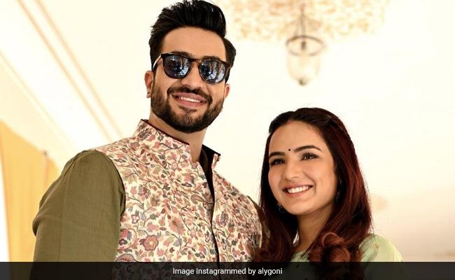 'Hello Beautiful,' Writes Aly Goni On Pic He Took Of Girlfriend Jasmin Bhasin