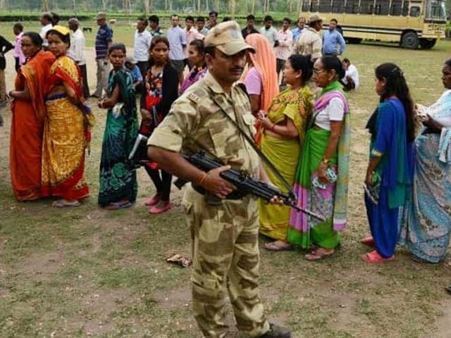 Video : Bengal Assembly Election Results: Early Trends Show Trinamool, BJP Locked In Close Fight