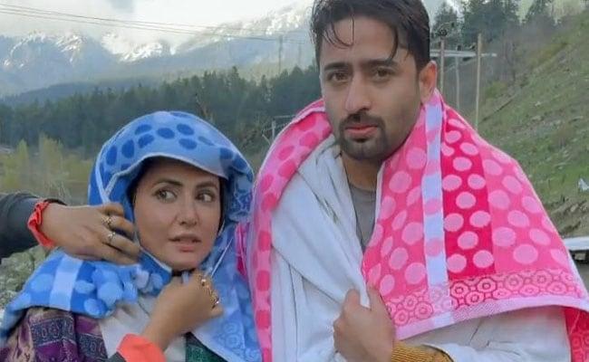Hina Khan माइनस टेम्परेचर में बुरी तरह लगी कांपने, बोलीं- हमें प्रताड़ित किया गया था...देखें Video