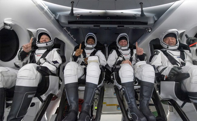 """""""Felt Really Heavy"""":  Astronauts Describe Returning To Earth On SpaceX Capsule"""