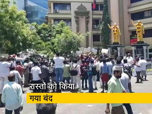 Videos : तमिलनाडु: DMK पार्टी दफ्तर के बाहर जीत का जश्न मनाते समर्थक हटाए गए