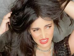 """After Epic Glam Fail, Shruti Haasan Is In """"Too Much Hair Don't Care"""" Mode"""