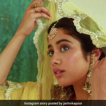 Janhvi Kapoor Glows Brighter Than The <i>Eid Ka Chand</i> With Her Dewy Makeup
