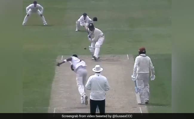 Jofra Archer bowls a banana inswinger during Second Eleven Championship Watch viral video