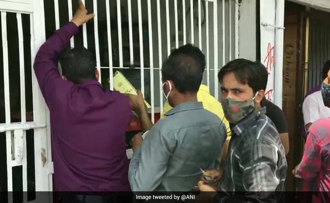 People Rush To Liquor Stores As They Reopen From 10 am To 5 pm In Noida: Official