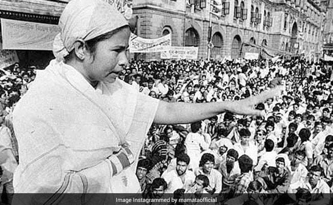 West Bengal Election 2021 Trinamool Congress Leader Mamata Banerjee 5 Rare Black And White Photos – Mamata Banerjee कैसे बनीं Didi, कांग्रेस से निकल ऐसे बनाई TMC