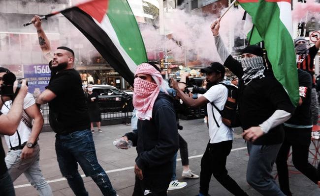 Violent Clash Between Pro-Israel, Pro-Palestinian Protestors In New York