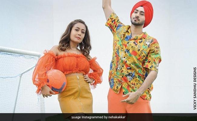 नेहा कक्कड़ के नए गाने Khad Tainu Main Dassa का पोस्टर रिलीज, पति के साथ कूल अंदाज में आएंगी नजर