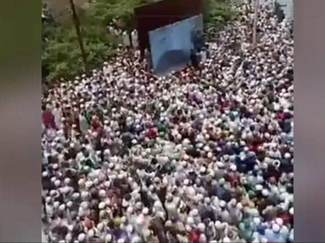 Video : Covid Rules Tossed Aside At UP Cleric's Funeral, Thousands Attend